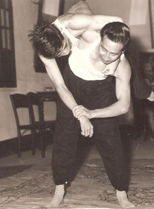 Master Long Wei De in time of Tui Shou training.